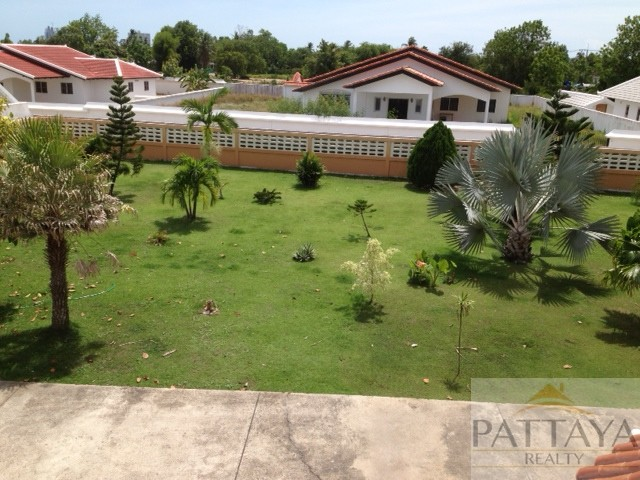 5 Beds 5 Baths House on large land plot