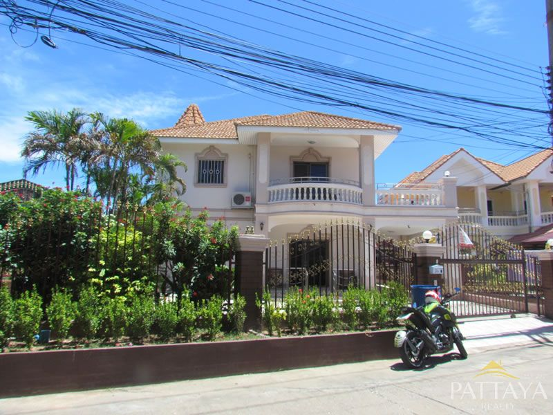 Beautiful house in the heart of Pattaya,Thai modern style furnished