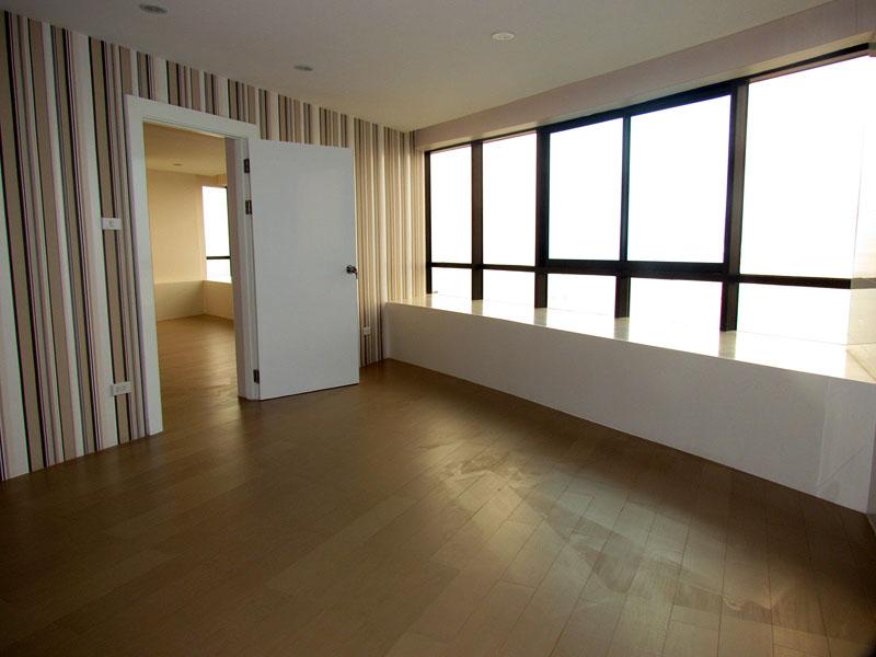 Three bedroom Luxury Penthouse  condo for Sale in Jomtien