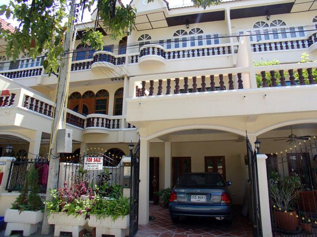 Four bedroom  townhouse for Sale in Jomtien