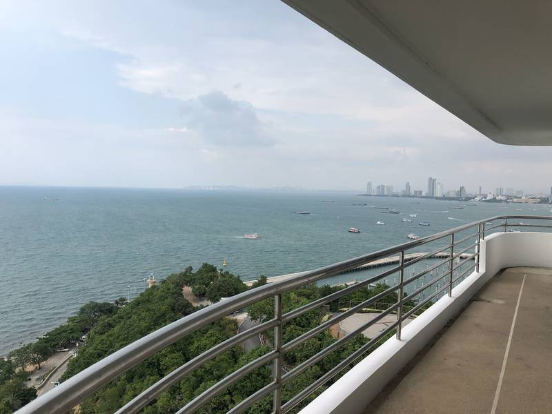Four bedroom  condo for Rent in Pratumnak