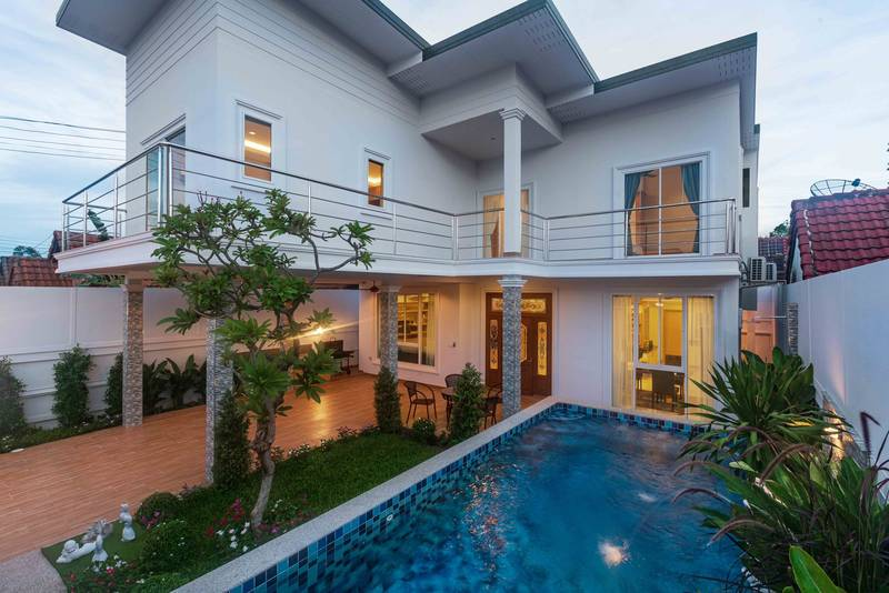 New 5 bedroom pool villa for sale in the heart of Pattaya