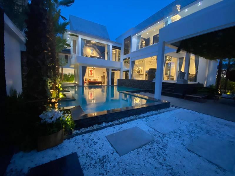 Luxury ART Pool Villa Pattaya