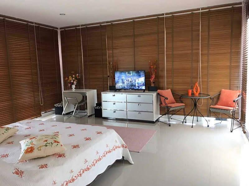 Five bedroom  house for Sale in Na Jomtien