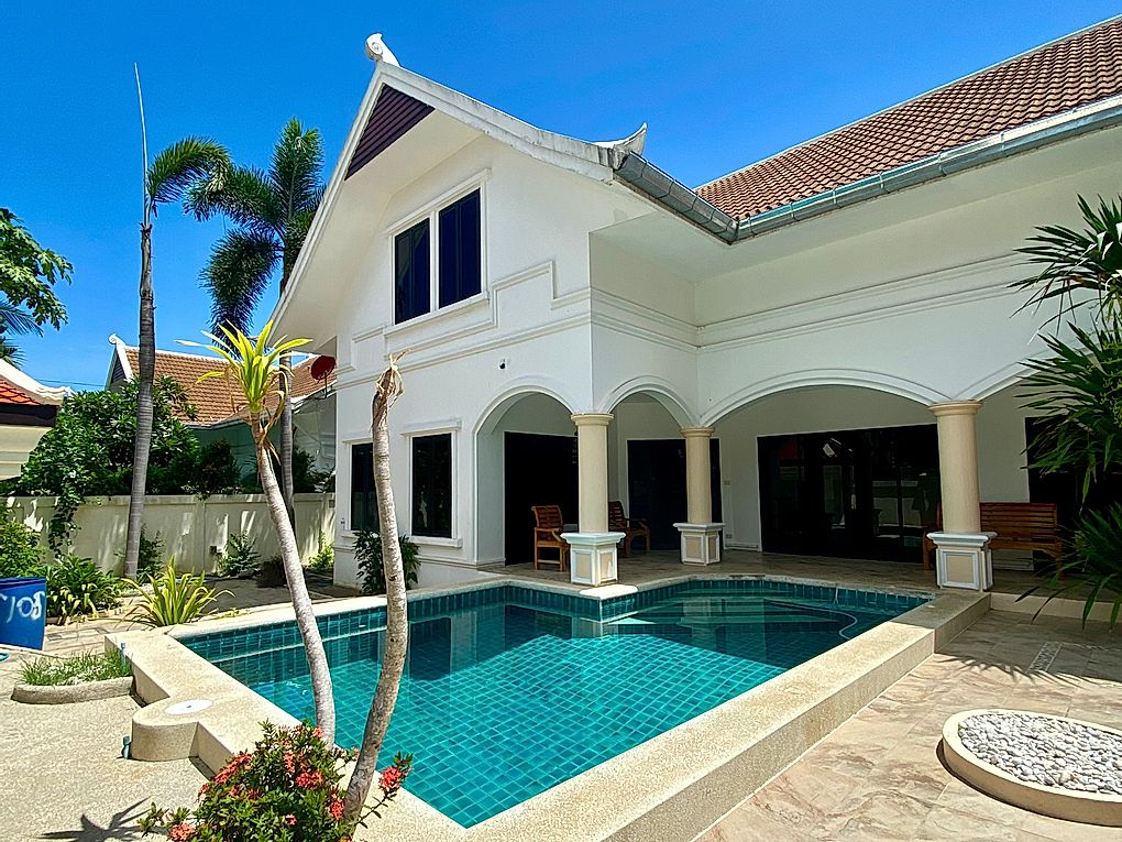 3 Bedroom Beach Side For Sale