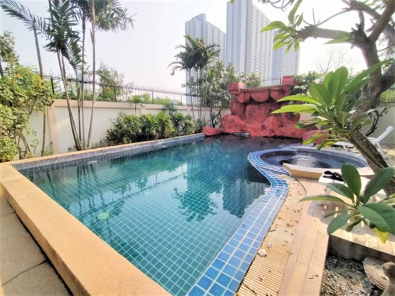 Four bedroom  house for Rent in Jomtien