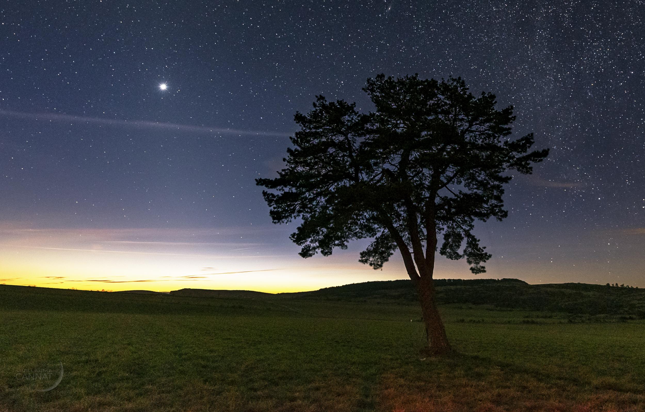 Hauteur Ciel De Pluie l'éclat de vénus est somptueux dans le ciel du soir en mars