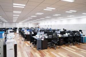 24階のオフィスには販売事業管理部、事業開発部、経営管理部、人事総務部が所属しています。