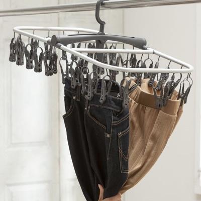 しっかり支えるのに簡単に取り込める画期的な洗濯ハンガー