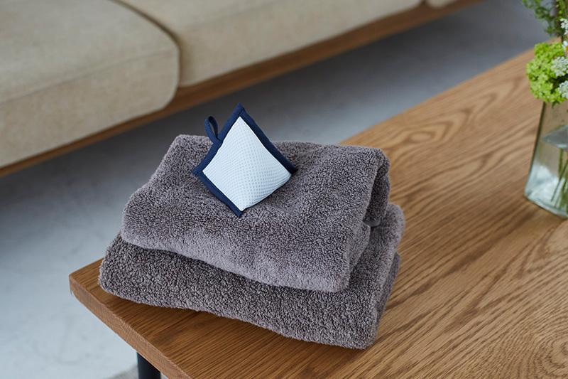 タオルの上にちょこんとのってる可愛い三角パック