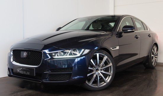 Jaguar XE PRESTIGE 180CV AUTOMATIQUE TOIT PANORAMIQUE BLEU METALISEE