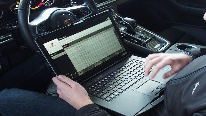 Herstellen carrosserie exclusieve luxe auto's en onderhoud