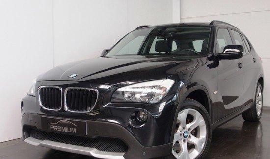 BMW X1 S DRIVE 18 D       PANORAMISCH EN OPEN DAK, PARKEERSENSOREN VOOR- EN ACHTERAAN.  NAVIGATIE, BLEUTOOTH EN AUTOMATISCHE AIRCO.