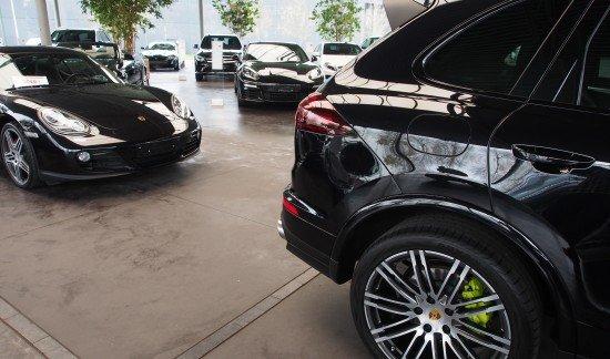 Porsche Cayenne E HYBRID PLATINUM EDITION ZWART LUCHTVERING PANODAK 21INCH PARKEERSENSOREN