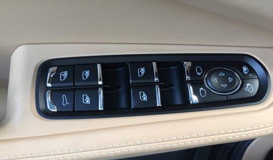 Porsche Macan S ESSENCE 2018 VOLCANOGRIS PASM TOIT OUVRANT 21INCH