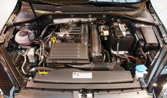 Volkswagen Golf VII R-LINE 1.4TFSI 125
