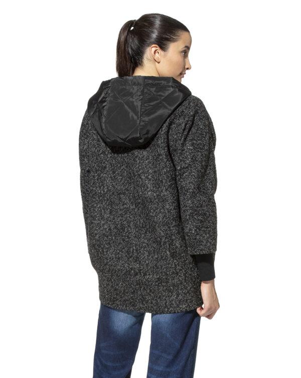 Abrigo premamá con capucha