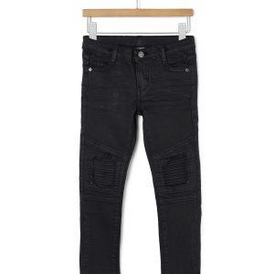 Παντελόνι denim με σκισίματα