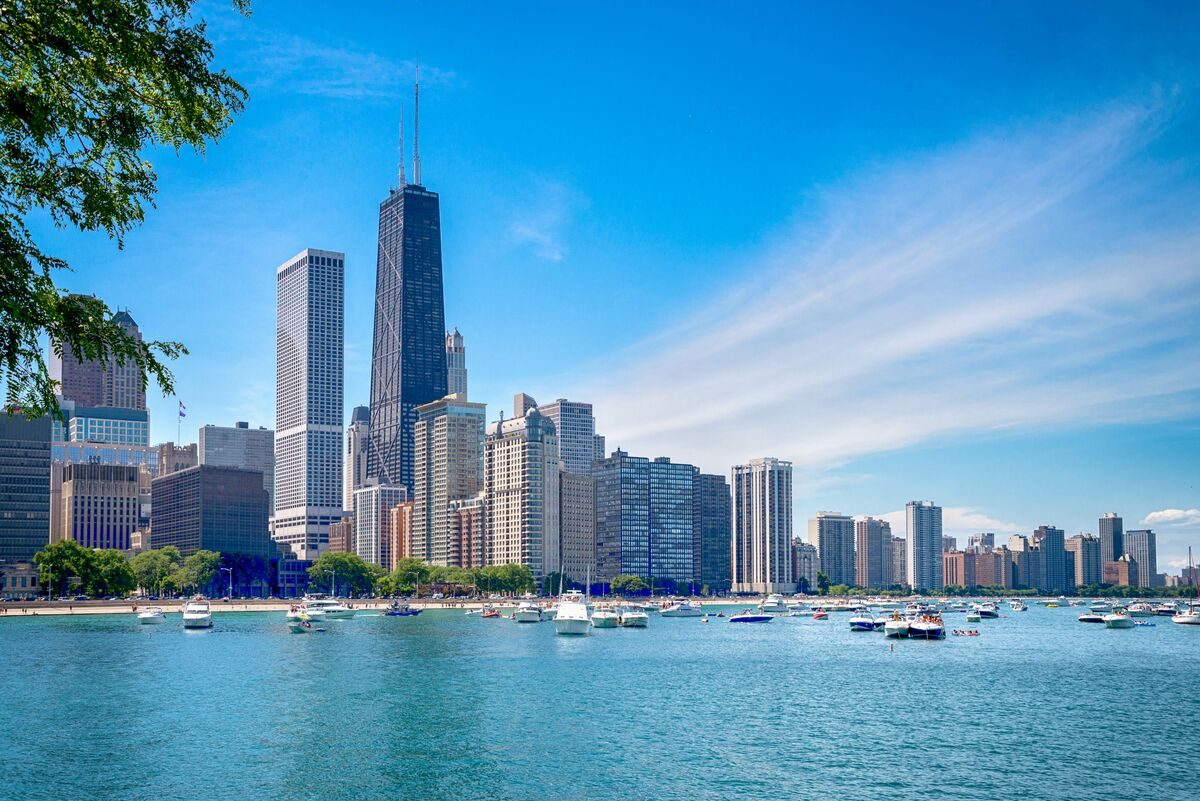 A photo of the Chicago skyline on a sunny day