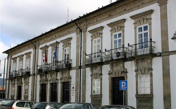 Estrangeiro 'ataca' sentinela do Comando da PSP de Braga à pedrada e acaba… 'dentro'