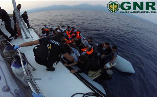 GNR resgata 39 migrantes no mar Egeu