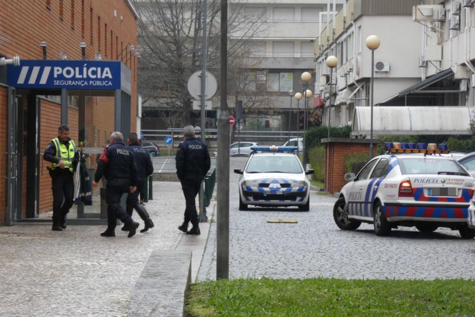 PSP de Braga deteve dois jovens por roubo e ameaça na via pública