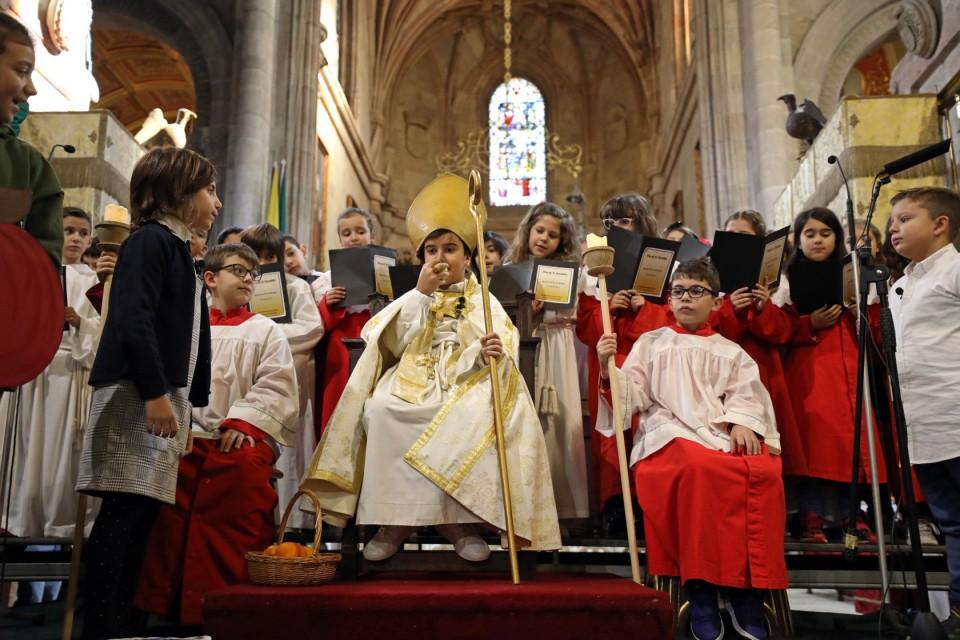 Alunos de Braga encenam 'Milagre da Fruta' de São Geraldo