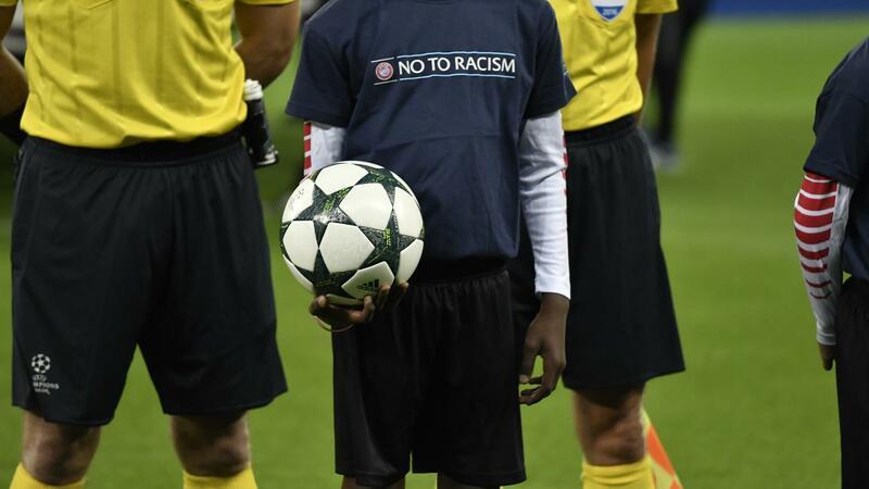 Cânticos, insultos e até bananas. A longa lista de comportamentos racistas no futebol