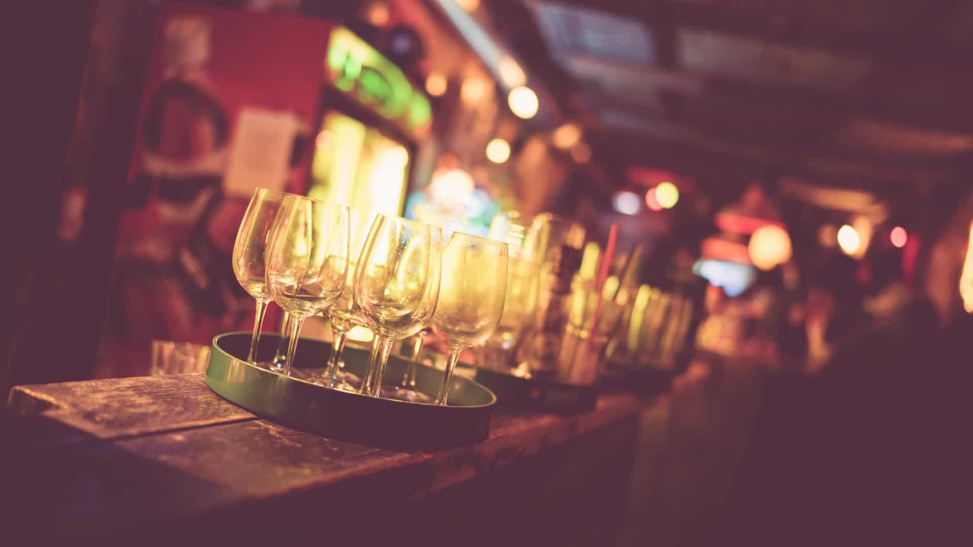 Governo decreta fecho dos bares às 21h00
