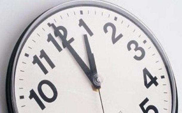 Não esqueça de adiantar o relógio 1 hora esta madrugada