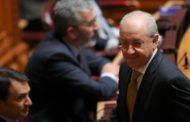 Rui Rio deixa o plenário em protesto...contra a própria bancada