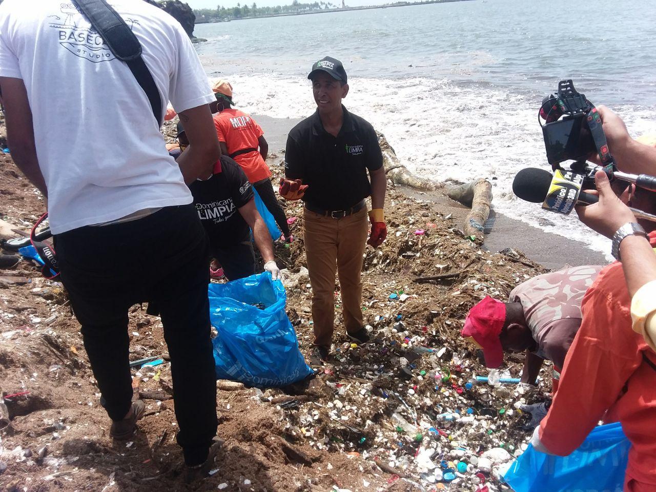 Una marea de basura cubrió las playas de República Dominicana