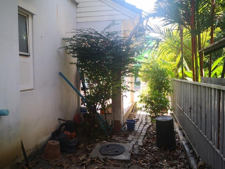 พื้นที่ข้างบ้าน-ก่อนต่อเติมห้องเก็บของ