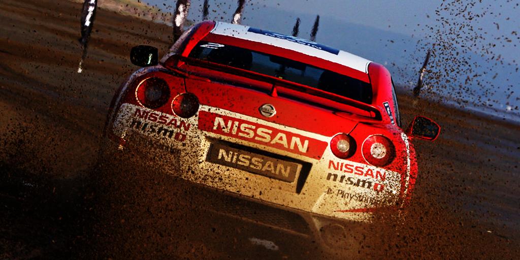 Aksi-Pebalap-Nissan-GT-Academy-Mengemudi-Nissan-GT-R-di-pantai-(1)