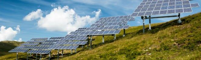 photovoltaique-champ-solaire-panneau-une