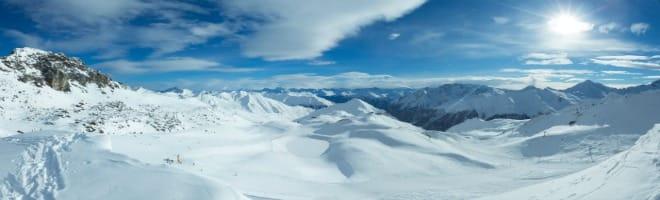 Montagne-neige-station de ski.
