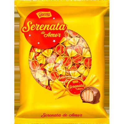 Bombom chocolate com recheio cremoso de castanha de caju 950g Serenata de Amor pacote PCT