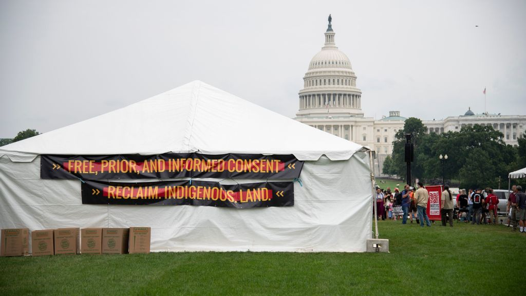 A Heavy Message: Native American Activists Deliver 5,000-Pound Totem Pole To Washington DC