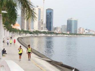 Baía de Luanda é ponto de encontro de muitos Portugueses