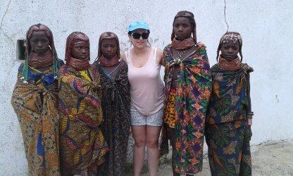 Tribo Mumuila capta o olhar de estrangeiros