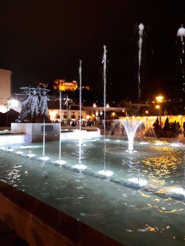 Centenas de pessoas agradadas com espectáculo na fonte luminosa
