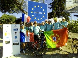 Grupo de ciclistas portugueses e franceses faz ligação entre Paris e Lisboa