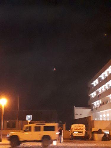 Eclipse convida turistas a olhar para o céu