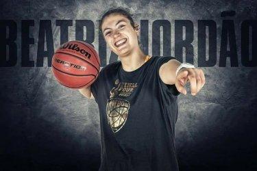 Jogadora de 19 anos é convidada para jogar basquetebol nos Estados Unidos