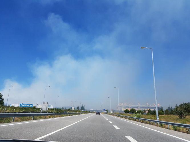 Fumo toma conta do céu de Aveiro