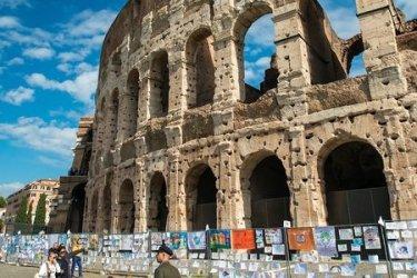 Crianças portuguesas têm desenhos expostos no Coliseu de Roma