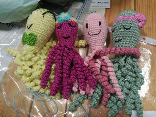 Polvos, em crochet, para proteger bebés prematuros