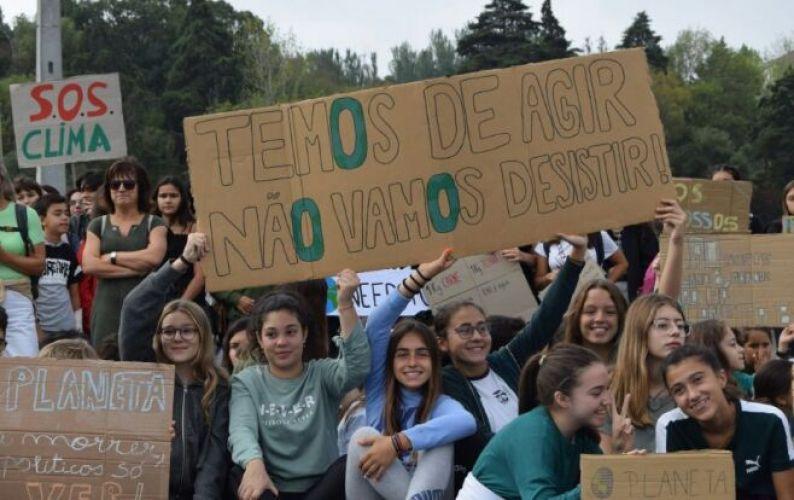 Manifestação contra as alterações climáticas mobilizou centenas de pessoas