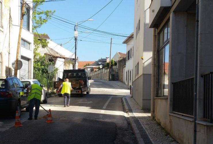 Corte de estrada afeta trânsito matinal nas escolas leirienses