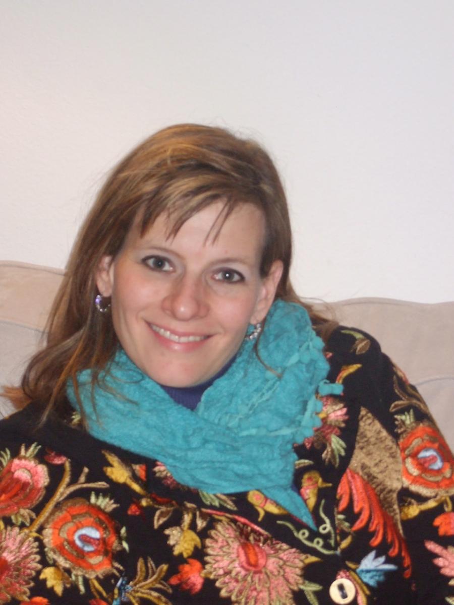 Holly RobertsDunn's headshot